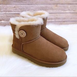UGG Chestnut Mini Bailey Button II Boots